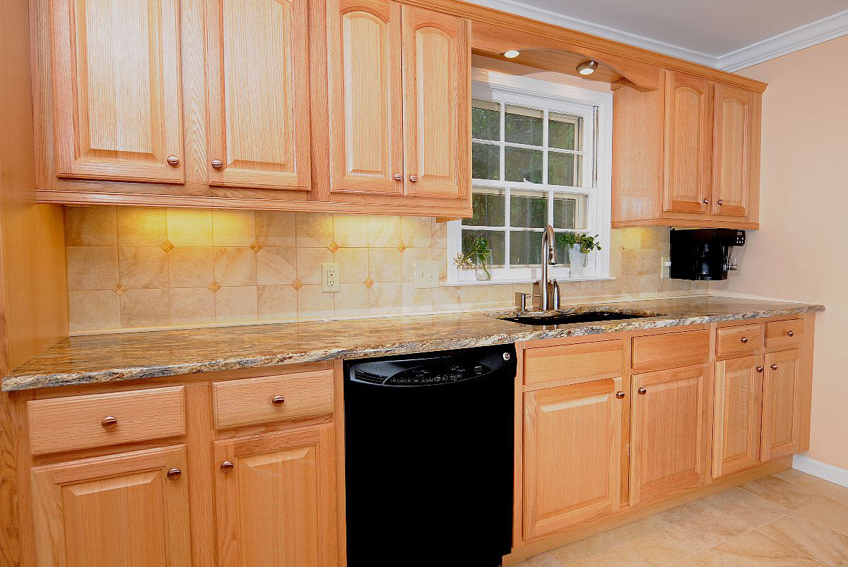 Momentum construction portfolio Kitchen design with light oak cabinets
